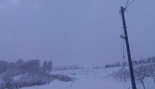 """屋根からの雪に注意!そんな冬の北海道で、""""あの""""予約が始まる。"""